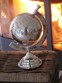 Figurenhalle globus aus aluminium zur deko for Deko chrom